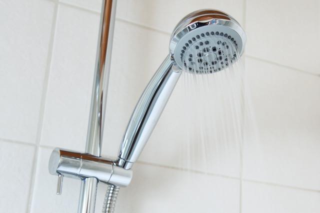 シャワーとタイル